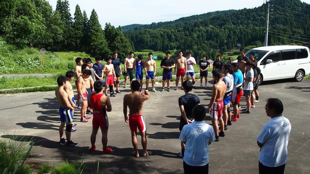 夏季合宿の終了と次の大会に向けて気勢の円陣。