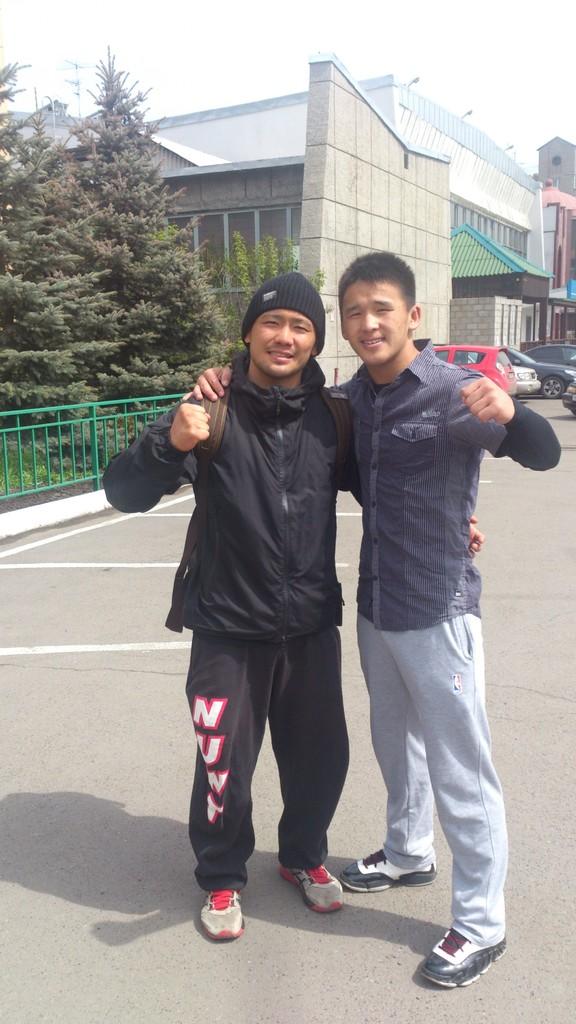 モンゴルの60キロ級ジュニア代表チンギス。ふけて見えますが19才です。彼とは仲よくなり練習終わってからの自主練習や休みの日には一緒にウエイトなどをした仲です。