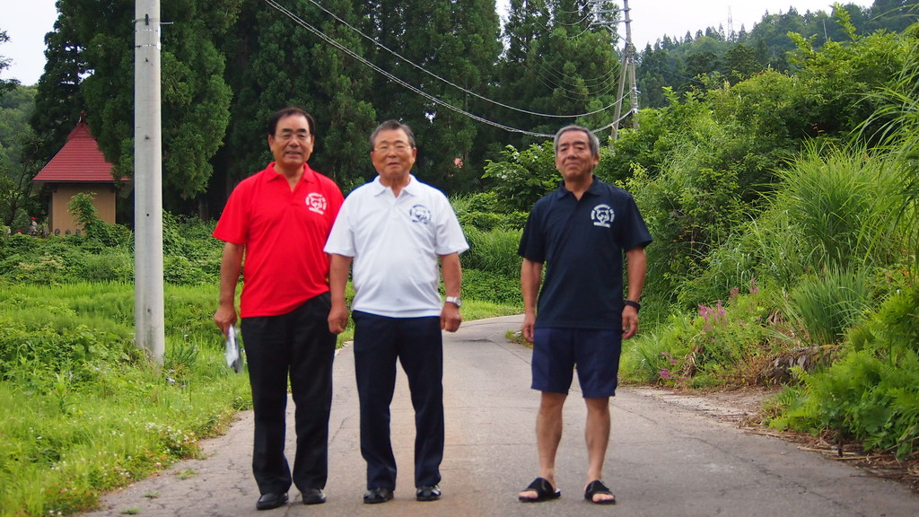 左から、高橋OB、大島会長、鈴木OB。