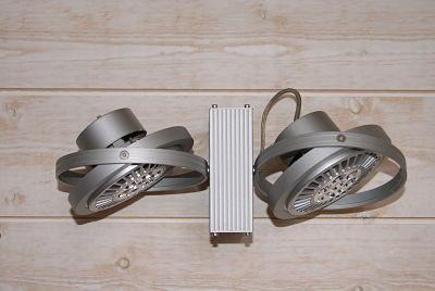 Luminaire : Ces spots SLV s'éclairent avec des ampoules à led et sont dirigeables en fonction de leur utilisation.