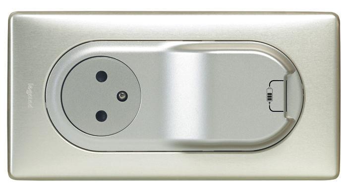 Électricité générale : Cet appareillage LEGRAND vous permet de profiter de 2 systèmes en un seul emplacement (une prise de courant et un chargeur USB).