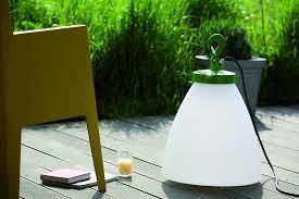 Luminaire : Ce luminaire extérieur ou intérieur ROGER PRADIER a l'avantage de vous suivre au gré de vos déplacements.