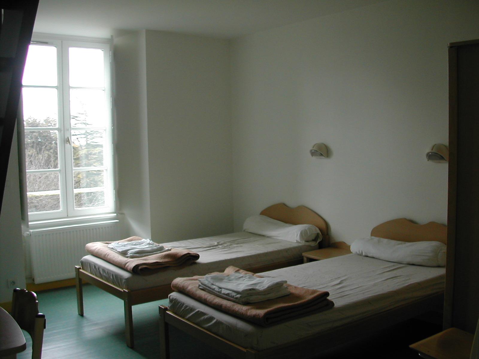 Les chambres sont orientées pleins sud avec vue sur le vallon .