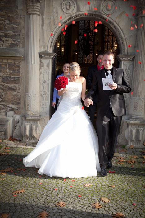 Brautpaar in vor Kirche in Münster