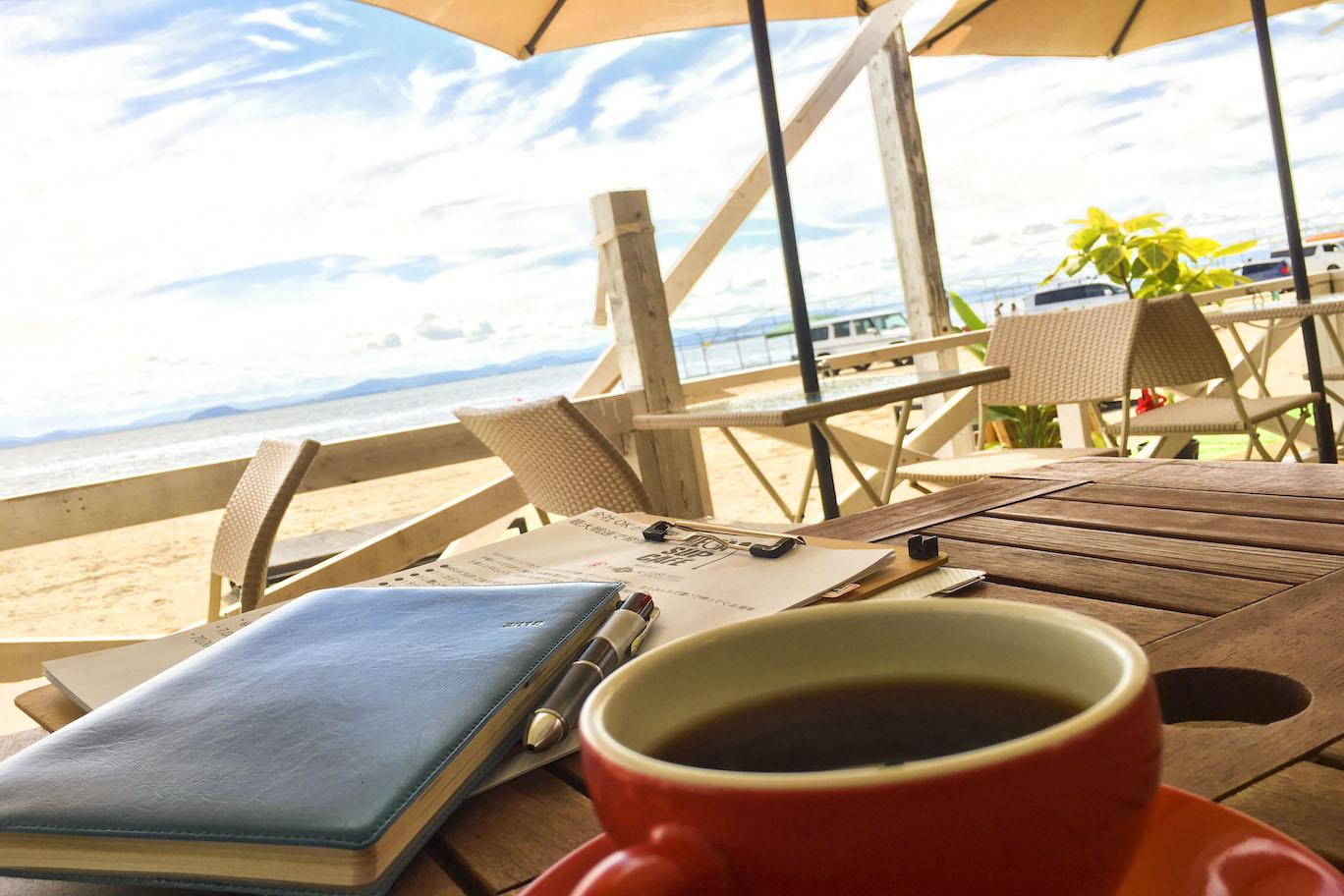 秋の日、湖上カフェで一息つきたい♪