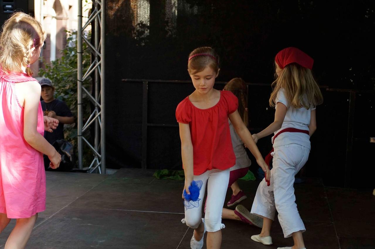 Maja tanzt eine Blume