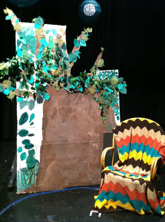 Die erste Szene - Suse sitzt  in ihrem Baum
