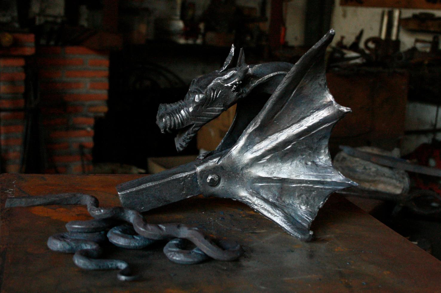 Dragón realizada por alumno del 1ºcurso de Forja Tradicional de la Escuela de Herreros