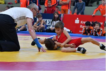 Jakob Walder (Rot) ist mit 7 Jahren eine wichtige Mannschaftsstütze