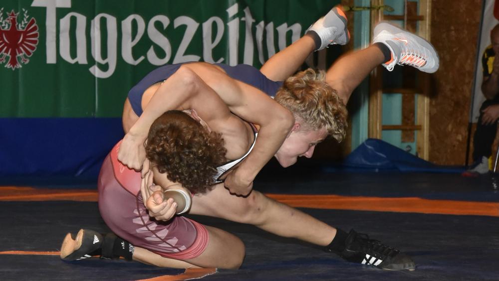 Moritz Gastl blieb in seinem ersten Bundesligakampf siegreich!