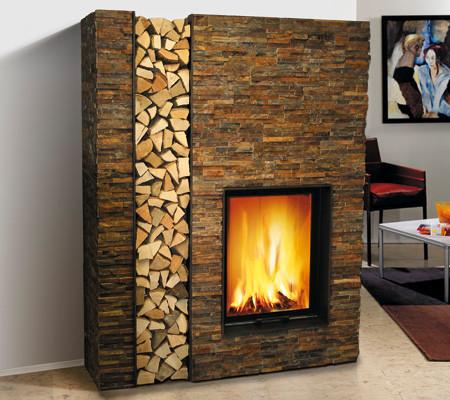 moderner Kamin mit Natursteinriehmchen