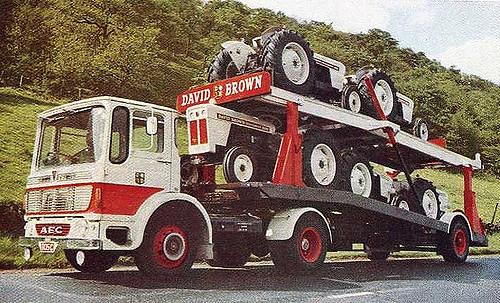 David Brown Traktoren auf einem LKW