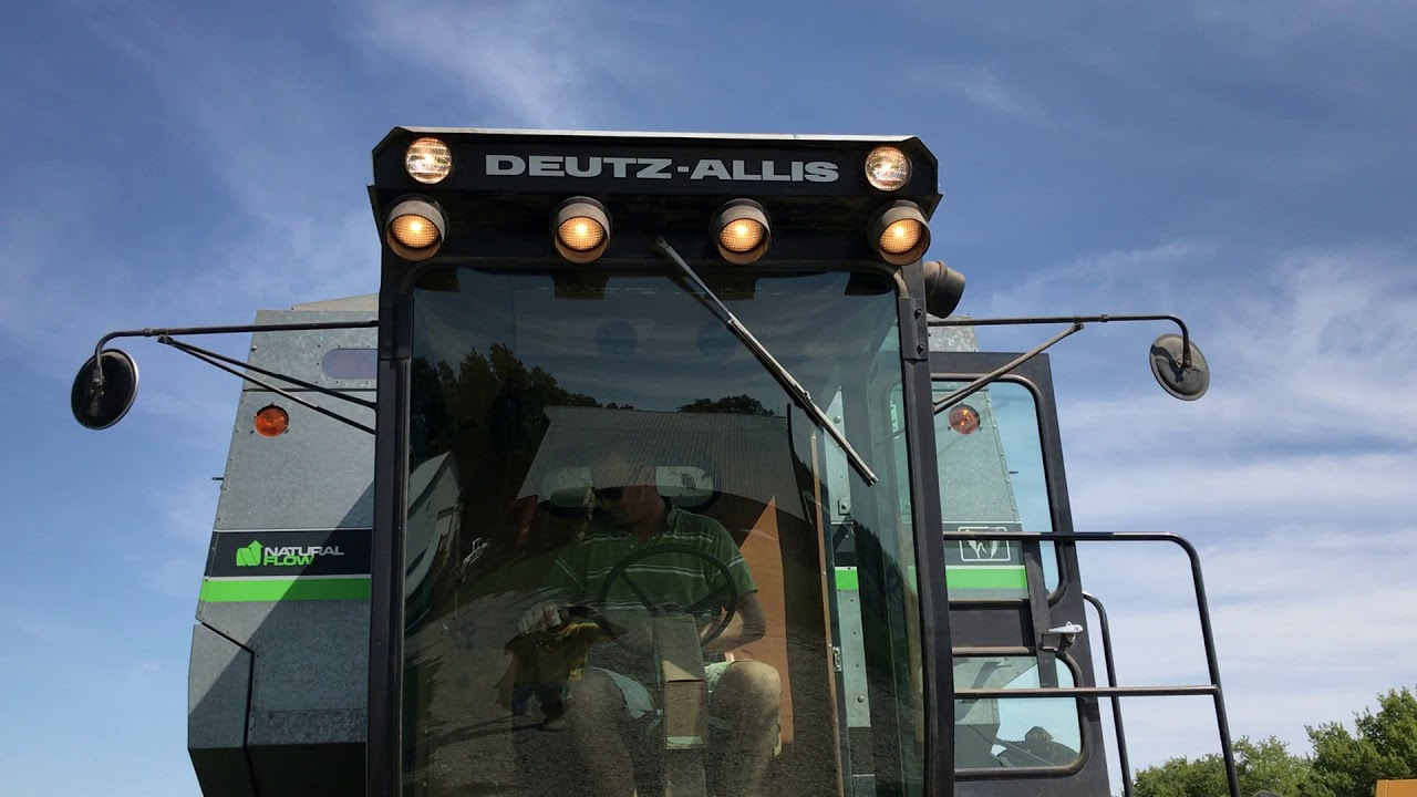 Deutz-Allis (Gleaner) Mähdrescher (Quelle: SDF)
