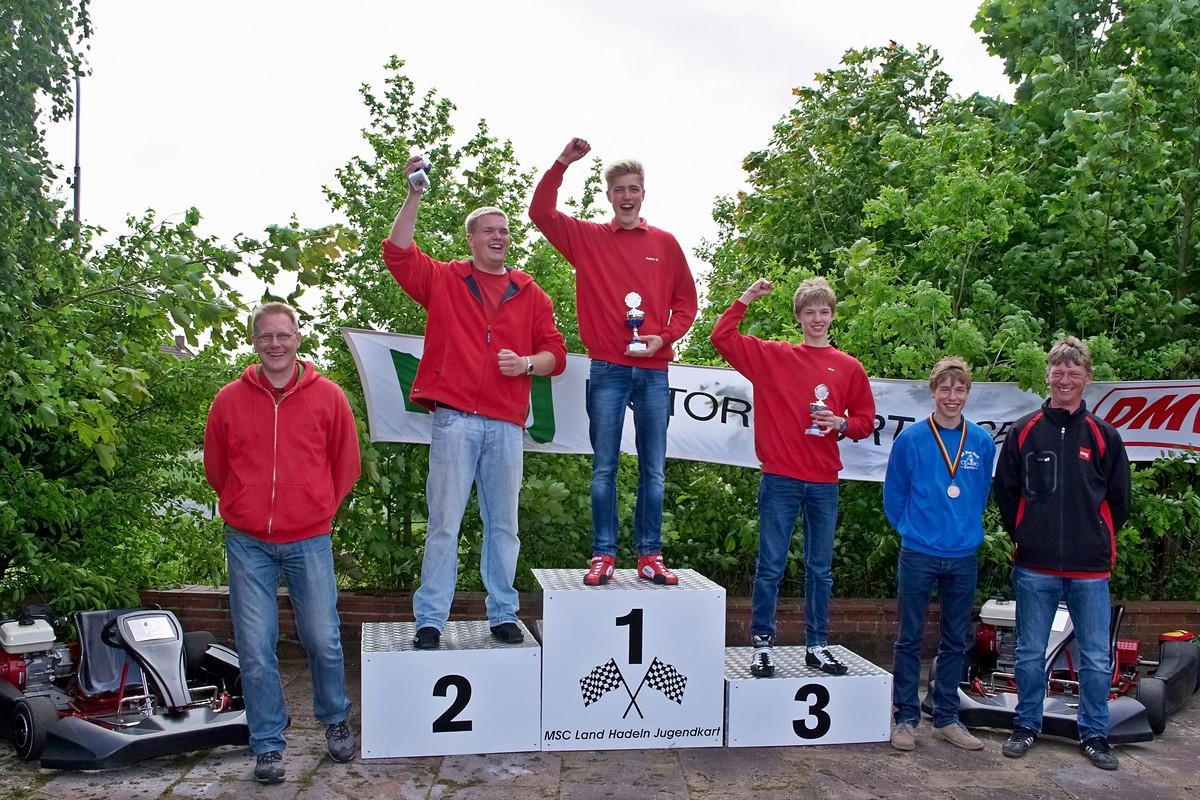 In Klasse 5 (Jahrgänge 1995 - 1997) gab es sogar einen dreifachen Sieg für Land Hadeln: 1. Fabian Meyer, 2. Normen-Marcel Raabe, 3. Nico Föge, 4. Meik-Leon Strohecker