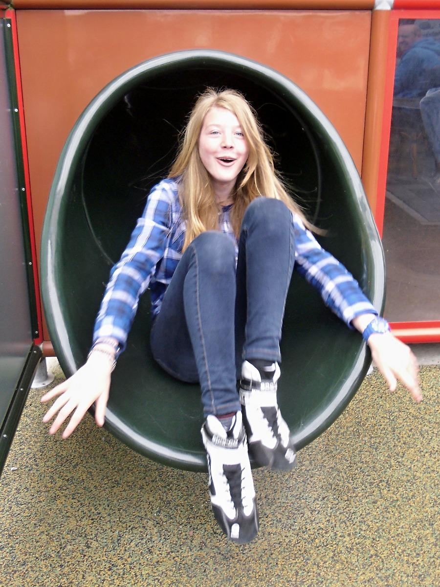 Auch Janica hatte Spaß in der Röhre