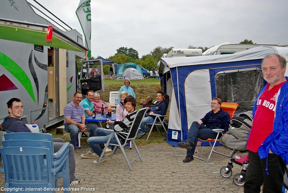 Fröhliche Gesichter im Campingbereich, hier beim MSC Straßbessenbach (Hessen).