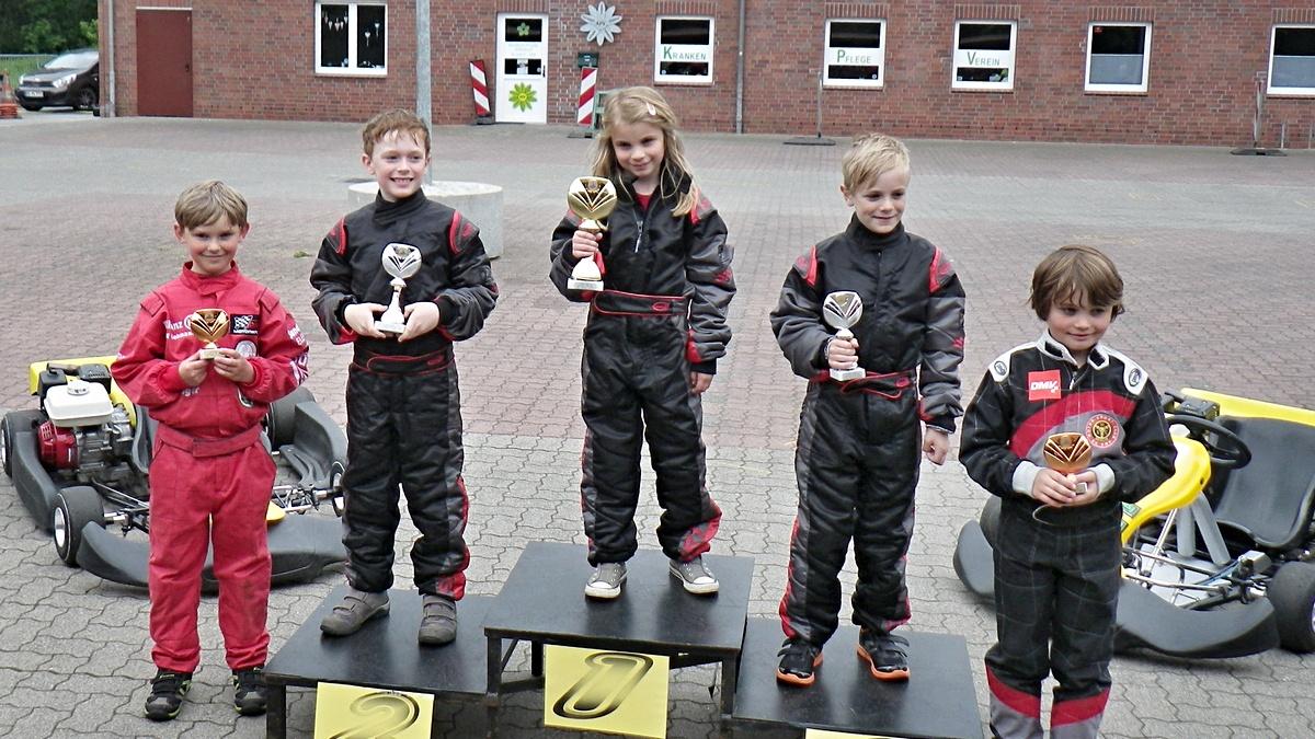 Siegerehrung in Klasse 1: Dreifachsieg für den MSC Land Hadeln auch in Aukrug: 1. Lena Altmann 2. Justin Reimers 3. Lars von Holt