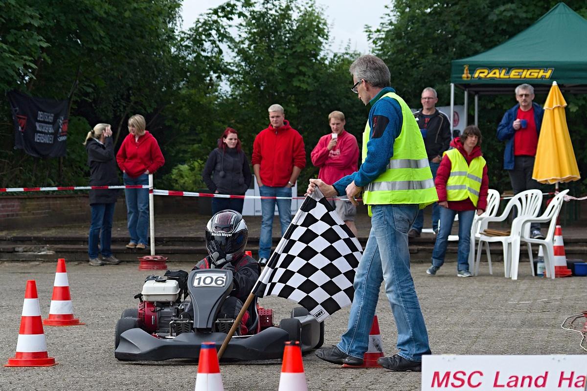 Norick Meyer (Nr. 106) siegte in Klasse 1 und holte sich obendrein die Norddeutsche Meisterschaft