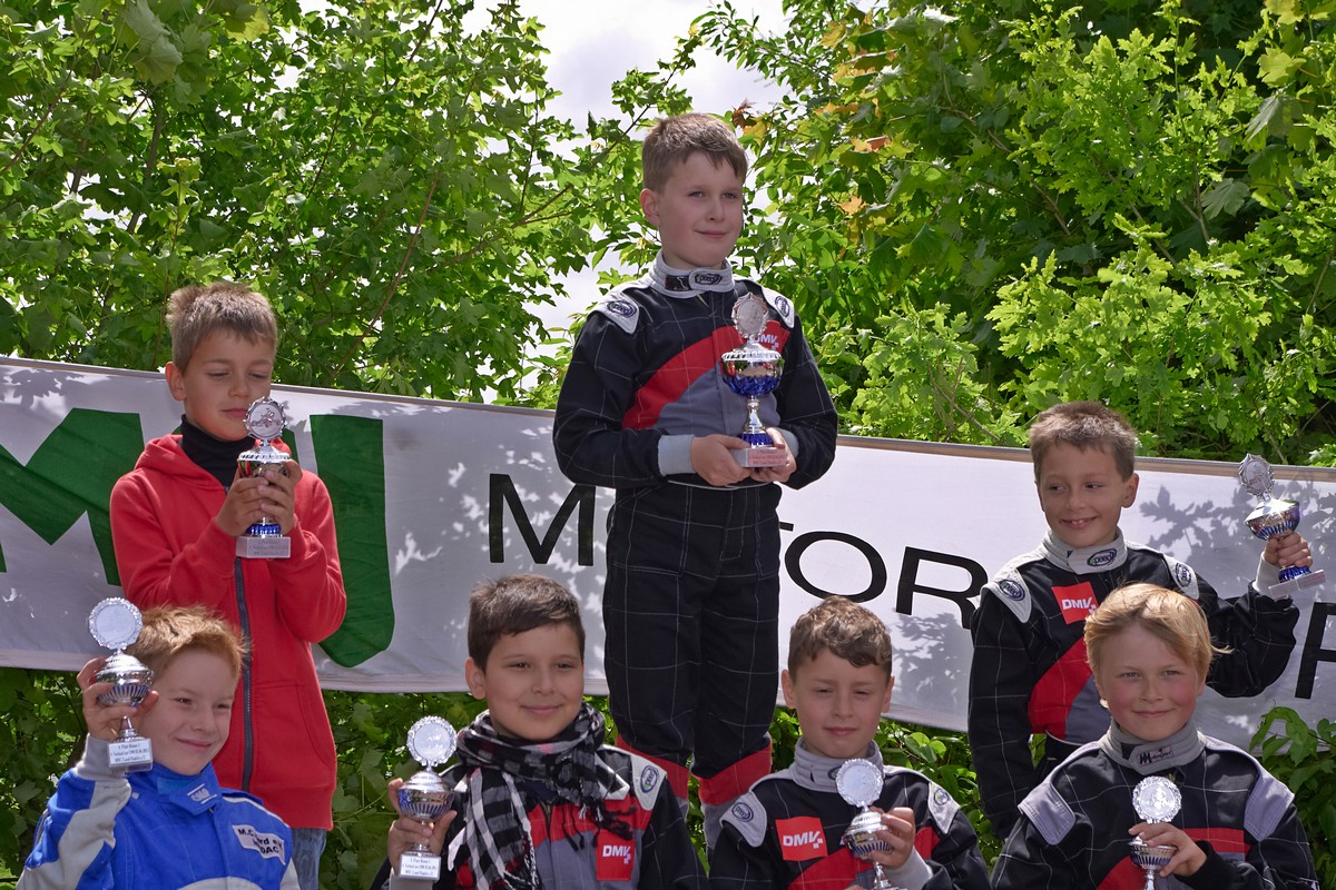 Sieger in Klasse 1 wurde Alexander Schloz (Mitte, MSC Berlin) vor Norik Meyer (li., MSC Land Hadeln)