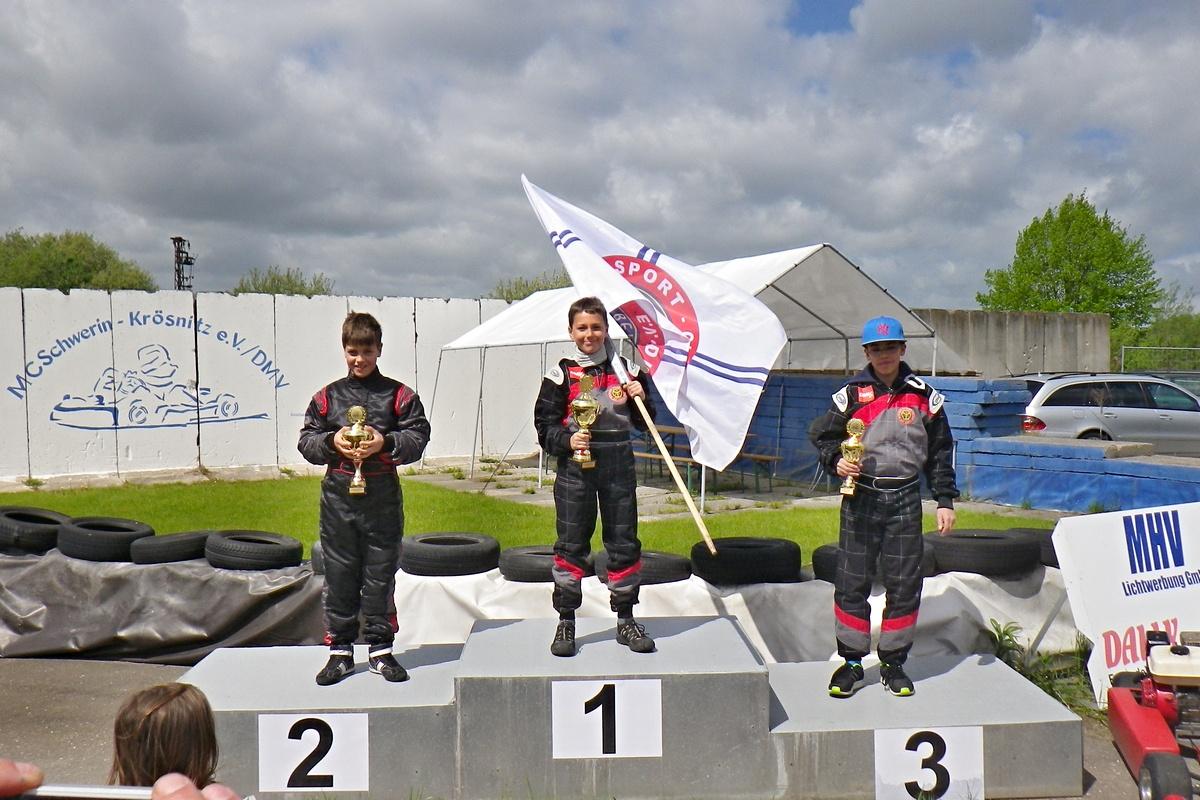 Siegerehrung in Klasse 2: Auch Norick Meyer (li.) blieb dem Sieger dicht auf den Fersen