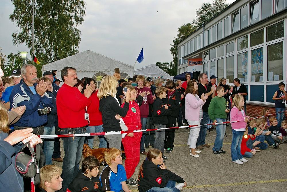 Blick auf die Zuschauer bei der Siegerehrung am Sonntagnachmittag gegen 18:00 Uhr.