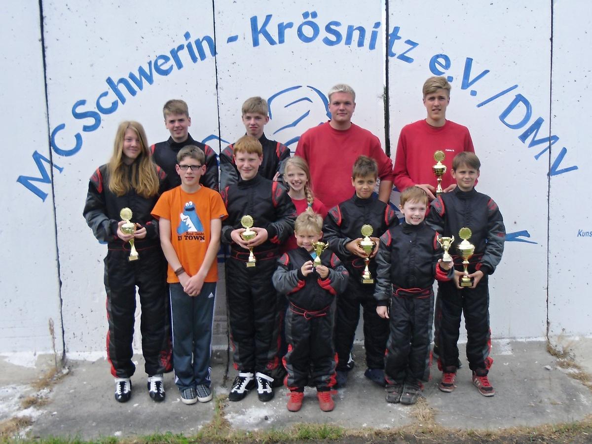 Die Teilnehmer des MSC Land Hadeln am Rennen in Schwerin