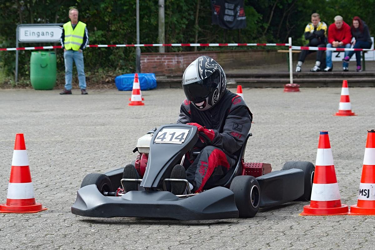 Zweiter Platz in Klasse 4 für David Anderson, der hier die Ziellinie überquert. Der große Wurf gelang ihm in der Gesamtwertung zur Norddeutschen Meisterschaft - Platz 1
