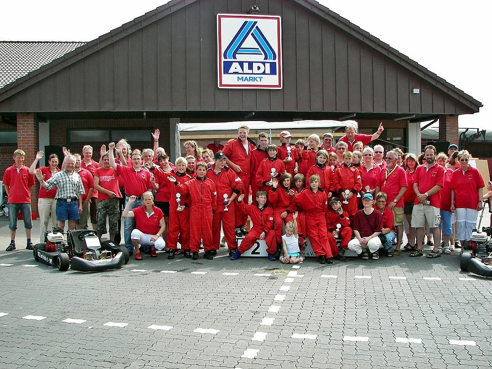 Komplettes Rennteam des MSC Land Hadeln, ca. 60 Personen.