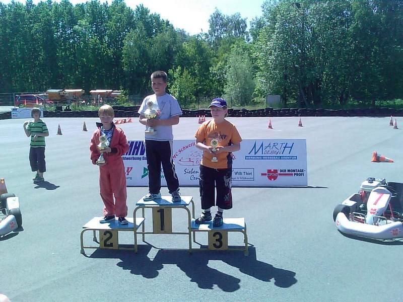 Siegerehrung in Klasse 1 zur Norddeutschen Meisterschaft 2010: 1. John Haase, MSC Anklam; 2. Tjark Schlüer, MSC Land Hadeln; 3. Niklas Saaro, MC Lebusa.