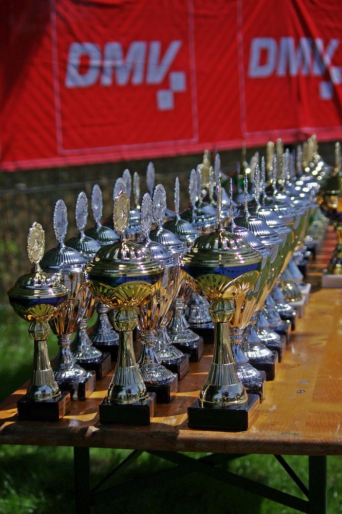 Viele glitzernde und große Pokale der Firma Hess wurden an die besten Fahrer aus nah und fern vergeben