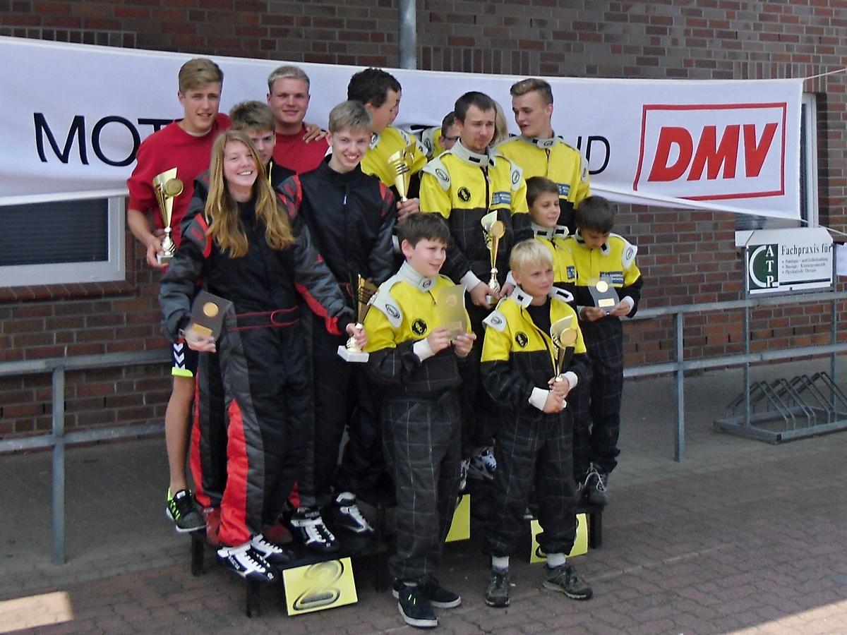 In der Mannschaftswertung kam der MSC Land Hadeln I (li.) auf Platz 2 hinter dem Veranstalterteam des BSC Aukrug (Mitte)
