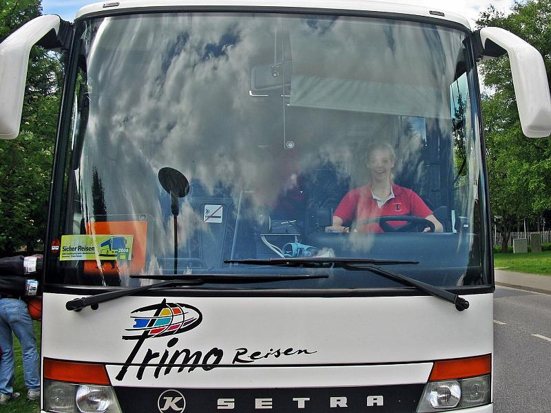 Katharina Lehmann versucht sich als Busfahrerin