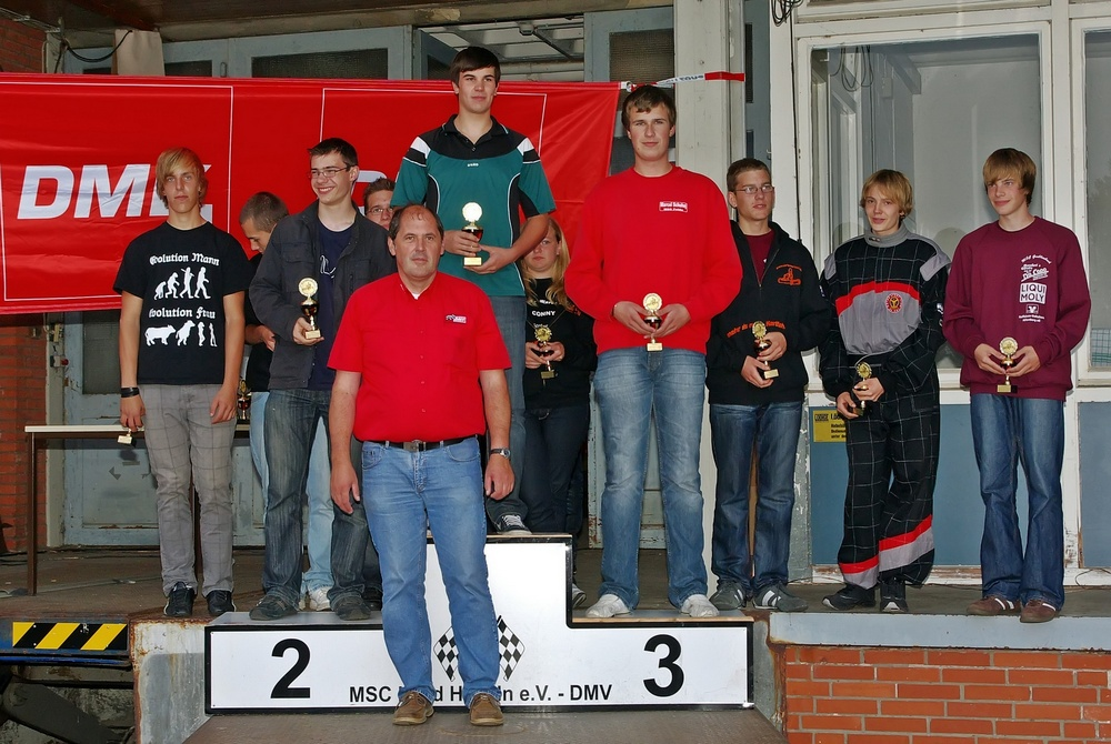 Markus Steinberger (MSC Vohburg, in grünem Hemd) gewann die Klasse 5 vor Rene Knapp (JKV Aldenhoven) und Marcel Schuhej (MSC Fulda).
