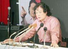 政策発表を行う喜納氏