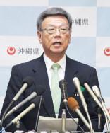 辺野古での調査停止の指示を発表する翁長知事=23日、県庁