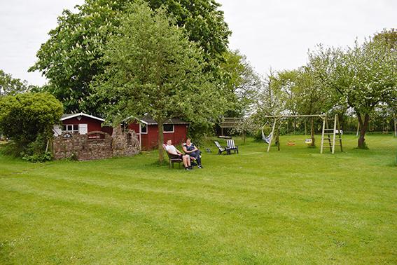 Großer Garten auf dem Ferienhof Jacobs nahe St. Peter Ording