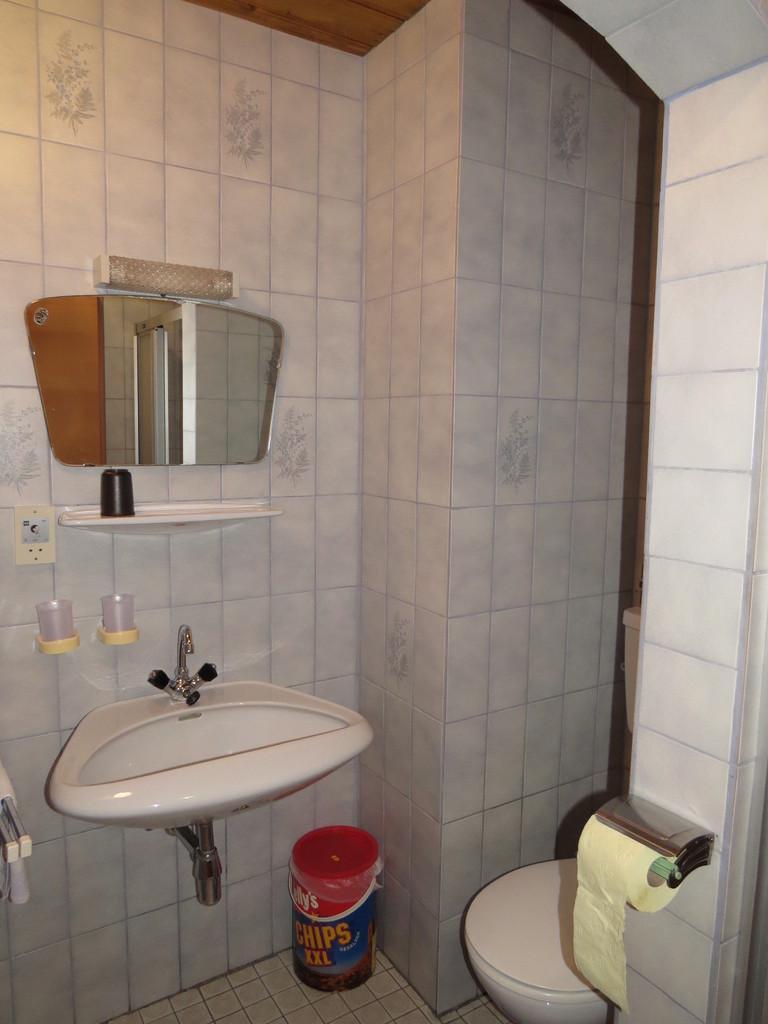 Biohof Haus Wieser, Abtenau Badezimmer - Dreibettzimmer