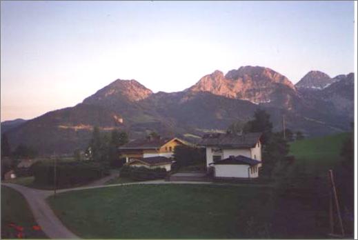 Biohof Haus Wieser, Blick Richtung Süden, Tennengebirge, Abendrot
