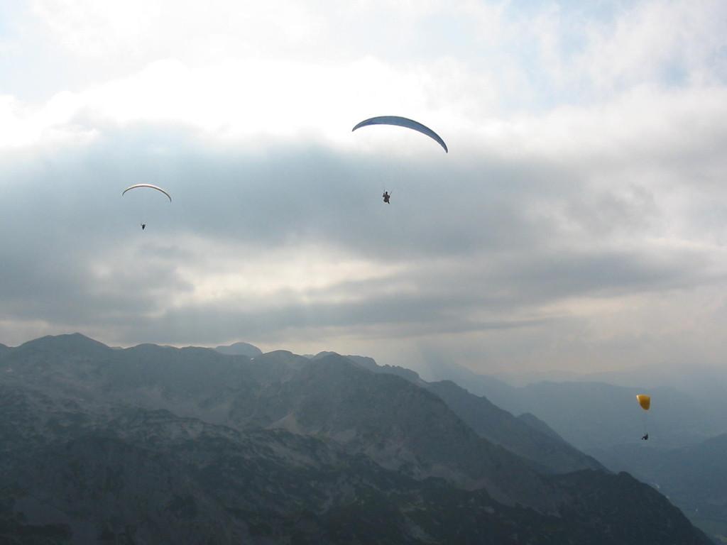 Paragleiter über der Tagweide, Tennengebirge, Abtenau