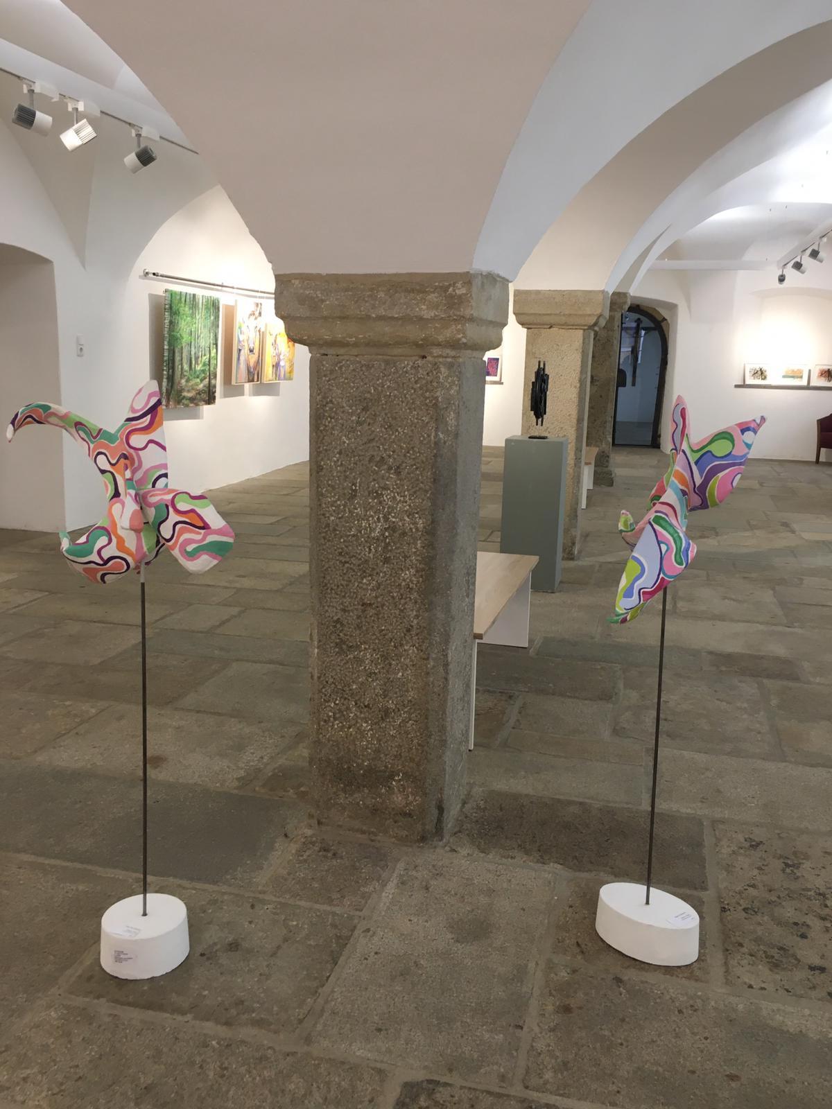Skulpturen Evolution 1+2, 2019, Papiermaché, Acrylfarbe, Gemeinschaftsausstellung Agon 2020
