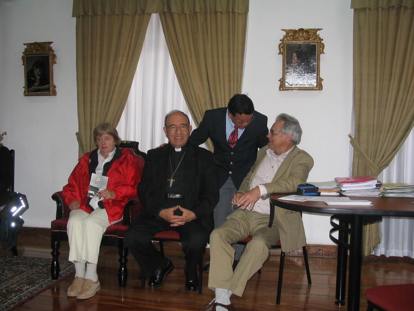 Empfang bei Kardinal Vela, Quito 2007   Von links nach rechts: Ingrid Fleißner, Kard. Raul Vela, Alberto Solorzano, Dr. Karl Fleißner