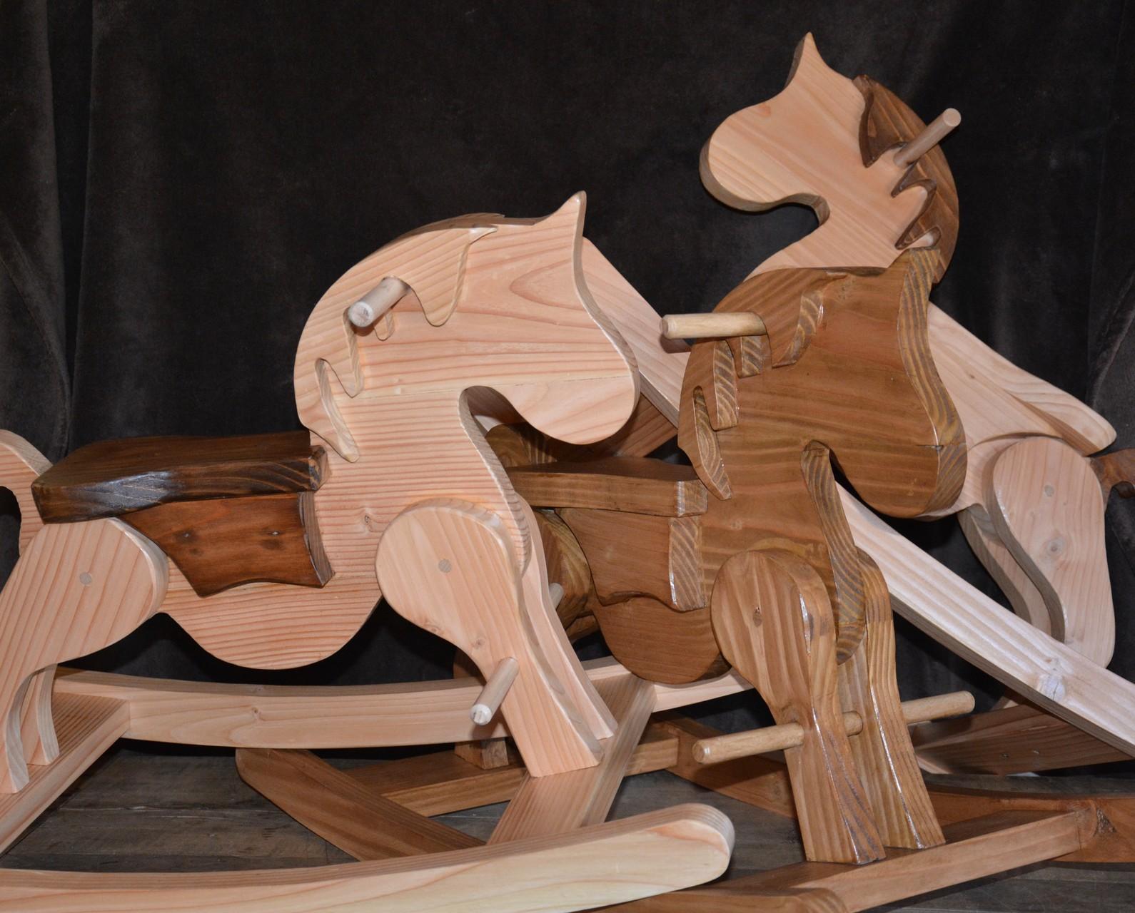 Chevaux de bois à bascule