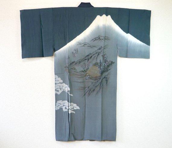 Wow, such a nice kimono from Japan Source: salz kimono