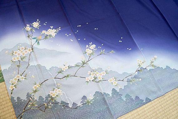 Salz Tokyo dealing with antique Kimono
