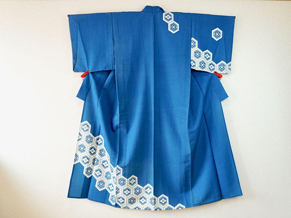 Salz Tokyo deals with many antique Kimono