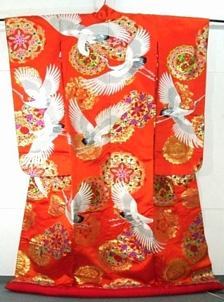 着物買取なら弊社へ 打掛 Source: Wikipedia