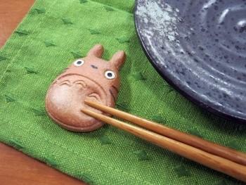 totoro chopstick rest