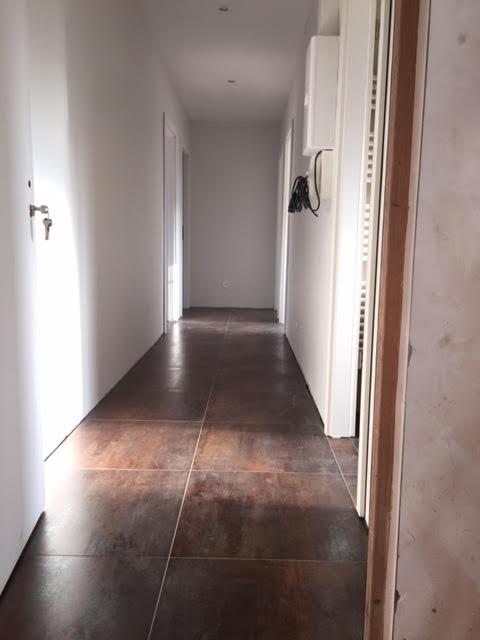 Poser du carrelage dans un couloir Activ Renovation Lauterbourg 67