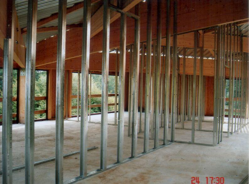 Pose d'une cloison de distribution. Montage de plaques placo-plâtre sur châssis acier  Illkirch-Graffenstaden 67 Activ Renovation
