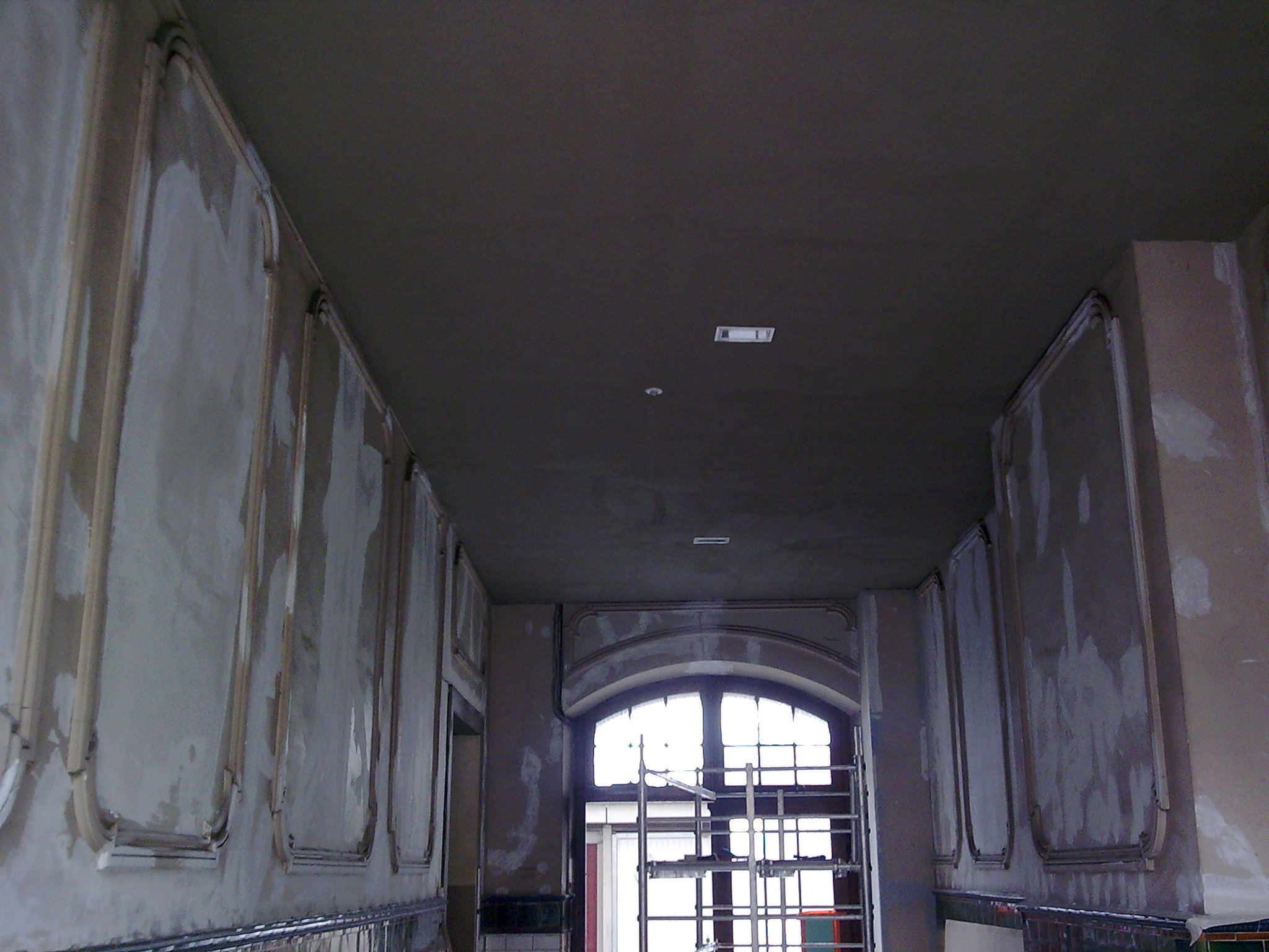 préparé avant tous travaux de peinture  boucher les trous et les fissures Activ Rénovation Strasbourg